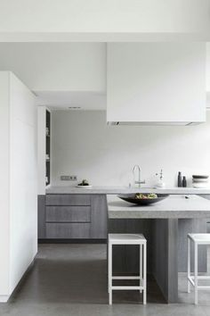 These minimalist kitchen concepts are equal components tranquil and stylish. Discover the very best ideas for your minimalist design kitchen that fits your preference. Search for incredible photos of minimalist design kitchen for ideas. Modern Kitchen Interiors, Interior Design Kitchen, Kitchen Decor, Kitchen Grey, Kitchen Modern, Nice Kitchen, Stylish Kitchen, Kitchen Ideas, Kitchen Island