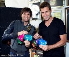 Nick & Simon vestigen wereldrecord. Nick & Simon komen in het Guinness Book of Records. Het Volendamse duo kreeg dinsdag een officieel certificaat omdat ze binnen 24 uur de meeste digitale singles hebben uitgebracht.