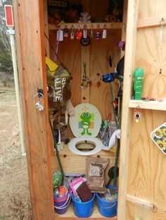 Geocache Name: Privy (GC2Z6GB) by seskds Geocache Location: Missouri, USA Difficulty/Terrain Rating: D1/T1 Why this is the Geocache of the Week: Find this cache and you might start to think …
