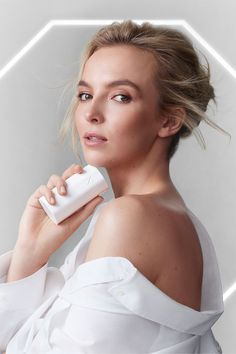 """Jodie Comer, actor and star of BBC's """"Killing Eve,"""" has partnered with skin-care brand Noble Panacea. She talks with """"Allure"""" about her beauty routine, her favorite look from the show, and her beauty icon. Pretty People, Beautiful People, People Icon, Jodie Comer, Beauty Shots, L'oréal Paris, Brand Ambassador, New Face, Girl Crushes"""
