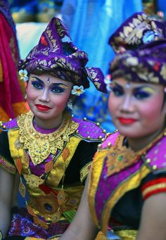 Bali Beauty • Beautiful Parade dancer waiting for show to start, Bali Arts Festival 2014 #world #cultures