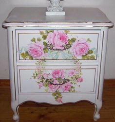 **SO PRETTY**  Image detail for -Vintage French Cottage End Table