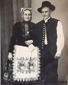 Tradičný svadobný kroj zo Sebechlieb región Hont.
