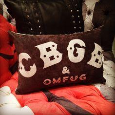 Almofadinhas que você só encontra na loja da #rvalentim - #rockdecor #rockstyle #moveissobmedida #almofadas #cushions #pillows #lifestyle
