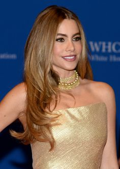 Sofia Vergara golden pearls