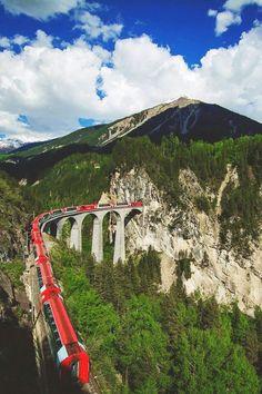 Glacier Express, Switzerlandhttp://www.raileurope.com/european-trains/glacier-express/index.html