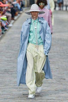 Louis Vuitton Spring 2020 Menswear Fashion Show - Vogue Fashion Week Paris, Fashion 2020, Runway Fashion, High Fashion, Mens Fashion, Fashion Trends, Man Street Style, Louis Vuitton Homme, Moda Paris