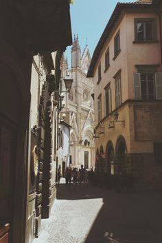 Centro storico di Orvieto, verso il Duomo - Umbria, Italia