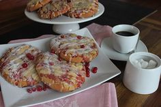 Johannisbeer-Hefetaler mit Butterstreuseln