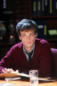 Matthew Gray Gubler from Criminal Minds...geeky goodness  : )