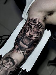 Tatuagem em realismo: encontre tatuadores agora! - Blog Tattoo2me Tattoos, Blog, Tattoo Studio, Get A Tattoo, Tatuajes, Tattoo, Blogging, Tattos, Tattoo Designs