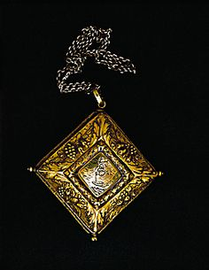 BAROQUE AMULET 17TH CENTURY  Amulet locket on a long chain - silver, gilded From Italy Inv. 705  Judaica Collection Max Berger, Vienna, Austria