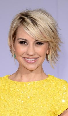We've finally come across the hairstyle of the graduated bob – an angled haircut with stacked layers in the back. Here are 10 graduated bob hairstyles for you to look at Graduated Bob Hairstyles, Long Bob Hairstyles, Fringe Hairstyles, Bob Haircuts, Layered Haircuts, Short Choppy Hair, Short Hair Cuts, Short Hair Styles, Short Pixie