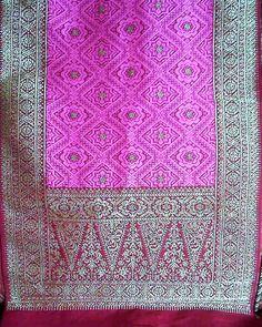 "Songket Palembang ""Bungo Cino"" | Ekatitimjaya Songket - ekatitimjayasongket.blogspot.com Textile Patterns, Textiles, Traditional Fabric, Kebaya, Ikat, Handicraft, Fabric Design, Elsa, Knit Crochet"