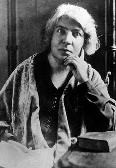 Grazia Deledda: la scrittrice che vinse il Premio Nobel - Le donne nella storia d'Italia.   #TuscanyAgriturismoGiratola
