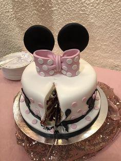 Minnie mouse cake Minnie Mouse Cake, Mouse Parties, Desserts, Food, Tailgate Desserts, Deserts, Essen, Postres, Meals