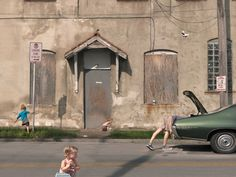 The American photographer Julie Blackmon portrays everyday life in very unique way. Her works are rich in references that find their roots in Dutch and Flemish painters of about 400 years ago, while in their setting and lighting, her photographs evoke the paintings of Edward Hopper.