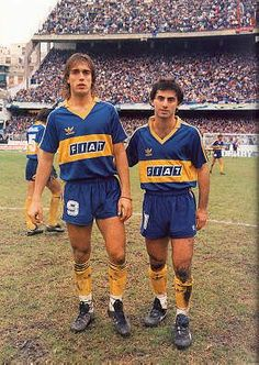 Gabriel Batistuta playing for BOCA Juniors - My first man crush Football Icon, Retro Football, World Football, Football Kits, Football Jerseys, Diego Armando, Association Football, Most Popular Sports, Different Sports