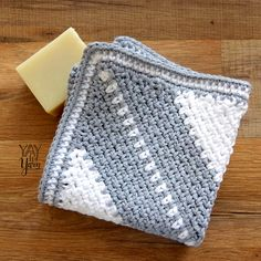 Corner to Corner Moss Stitch Washcloth -Soft And Beautiful - - This soft Corner to Corner Moss Stitch Washcloth features a diagonal stripe pattern with a textured twist but you can crochet yours with no stripes at all! Crochet Hot Pads, C2c Crochet, Free Crochet, Crochet Mandala, Crochet Afghans, Chrochet, Crochet Gifts, Double Crochet, Crochet Lace