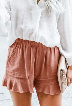 Today I am sharing with you a few summer shorts outfit ideas. Find inspiration for your summer shorts outfits with my list of comfort meets style Mode Outfits, Short Outfits, Trendy Outfits, Fashion Outfits, Fashion Tips, 80s Fashion, Fashion History, Korean Fashion, Boho Fashion