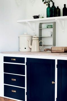 Green Kitchen: Designs, Models and Photos with Color! - Home Fashion Trend Kitchen Cabinets Decor, Blue Cabinets, Farmhouse Kitchen Cabinets, Farmhouse Style Kitchen, Modern Farmhouse Kitchens, Kitchen Cabinet Design, Painting Kitchen Cabinets, Wooden Kitchen, Kitchen Interior