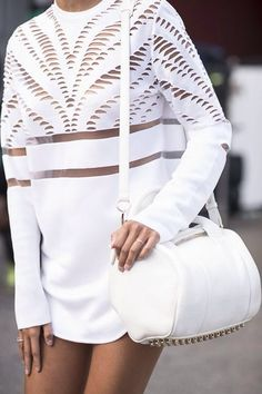 Timeless fashion, all time trendy and can be pull off on any trend you love. So inlove with the colour white fashion right now especially the street style white trend. White Fashion, Look Fashion, Fashion Details, Womens Fashion, Fashion Design, Fashion Trends, Fashion Tag, Fashion Blogs, Vogue Fashion