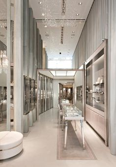 S flagship store - 259 rue saint-honoré 75001 paris. Design Shop, Shop Interior Design, Retail Design, Jewellery Shop Design, Jewellery Showroom, Jewelry Designer, Rue Saint Honoré, Luxury Store, Store Interiors