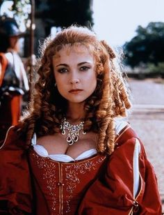 Emma Samms as Barbara Castlemaine in the Lady and the Highwayman Musketeer Costume, Tv Spielfilm, Rococo Dress, 17th Century Fashion, Sir Anthony, Movie Costumes, Photography Women, Marie Antoinette, Beautiful Actresses
