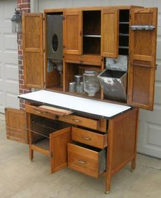 The Thrifty Housewife: Thursday Favorite Things – Hoosier Cabinet Love Die sparsame Hausfrau: Donnerstag Lieblingssachen – Hoosier Cabinet Love Vintage Kitchen Cabinets, Vintage Appliances, Old Kitchen, Oak Cabinets, Cupboards, Kitchen Cabinet Sets, Kitchen Hutch, Kitchen Tools, Kitchen Furniture