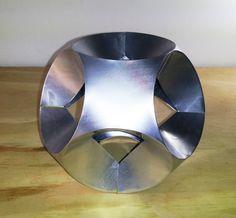 DIY – RECICLAJE DE LATAS – Origami JUMP de Hans-Werner Guth hecho con láminas de latas de aluminio Para despiezar la lata https://artmobius.wordpress.com/2014/05/23/diy-reciclaje-de-latas-despiece-de-lata/