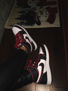 Discover recipes, home ideas, style inspiration and other ideas to try. Jordan Shoes Girls, Girls Shoes, Jordan Outfits, Michael Jordan Shoes, Cute Nike Shoes, Nike Air Shoes, Nike Socks, Nike Shoes Outlet, Zapatillas Nike Jordan