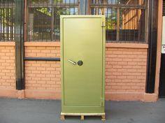Caja de Seguridad / Marca Bash / Con Clave / Alto 1.80 mt / Ancho 0.80 mt / Fondo 0.50 mt / Usada / 28 – ChileRemates.cl http://www.chileremates.cl/varios/cajas-de-seguridad-usadas/