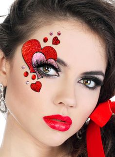 Wonderful glitter heart #EyeMakeup design to get attractive look on this #ValentinesDay. To buy dramatic #eyeliners, visit here..