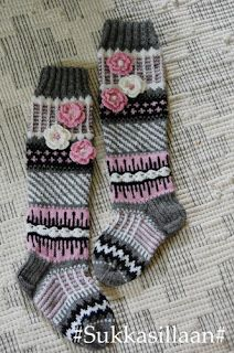 Sukkasillaan: Aikuisten Anelmaiset Crochet Socks, Knitting Socks, Knit Crochet, Fun Projects, Crochet Projects, Wool Socks, Handicraft, Handmade, Knits