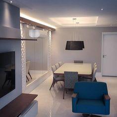 Base neutra no living em fase de finalização!  Projeto por Lucio Nocito Arquitetura e Design de Interiores Rio de Janeiro.