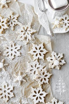 These delicate snowflake shortbread cookies are buttery and flaky, flavored with real vanilla bean, and dusted with powdered sugar. Shortbread Cookies, Cookies Et Biscuits, Gingerbread Cookies, Christmas Cookies, Delicious Cookie Recipes, Pie Recipes, Christmas Mood, White Christmas, Xmas