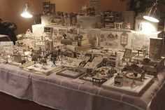 Ed ecco il mio tavolo a Miniaturitalia!   Due giorni bellissimi,   intensi e molto...