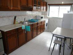 Apartamento T3 recente, totalmente Mobilado, próximo do centro de Leiria. Arrendamento 350€ Ref: 1596