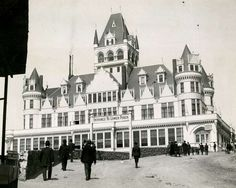 This incarnation of the Cliff House, at San Francisco's Land's End, was built in opened in survived the 1906 earthquake, only to burn down September Photo: Chronicle Archives Cliff House San Francisco, San Francisco Chronicle, Victorian Photos, Old Mansions, Digital Archives, Historical Photos, Old Houses, House Plans, Old Things