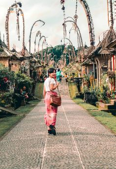 7 Cheap and Fascinating Things to Do While in Ubud - Midget Fidgets Bali Travel, Ubud, Beautiful Places To Visit, Things To Do, Photographs, Journey, Waves, Island, Adventure