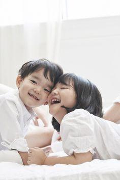 Lee Bum Soo's Children So Eul and Da Eul Pose For 'Peaufinee'!   Koogle TV Superman Cast, Superman Kids, Korean Tv Shows, Song Triplets, Ulzzang Kids, Korean Babies, Korean Entertainment, Cute Anime Couples, Cute Faces