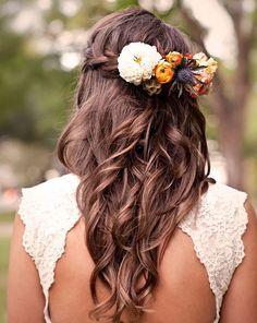 idées de coiffure mariée bohème cheveux longs boheme fleurs tresse couronne  arriere carnet d\u0027inspiration
