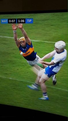 Bravery in Sport: Player loses his hurl (big stick) but dives at his opponents hurl in full swing to stop him from scoring (X-post /r/Ireland). Hurling: The fastest field sport in the world, played entirely by unpaid 'Amaturs'. Irish Jokes, Irish Humor, Football Memes, Sports Memes, Native American Quotes, American Symbols, American Indians, World Play, Primary School Teacher