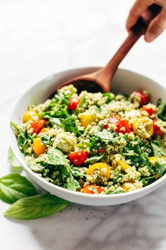Quinoa Sommer Salat - leicht gesund und lecker *** Green Goddess Quinoa Summer Salad - this recipe is simple, healthy, and extremely adaptable to whatever veggies you have on hand! vegetarian / can be made vegan Quinoa Salad Recipes Easy, Healthy Summer Recipes, Pasta Salad Recipes, Vegetarian Recipes, Cooking Recipes, Vegan Vegetarian, Avocado Recipes, Green Salad Recipes, Quinoa Recipe