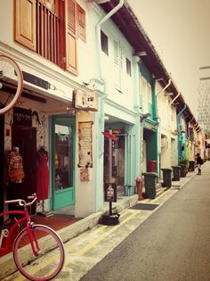 Haji Lane in Singapore is perfect for boutique shopping! This is my favourite area in Singapore. The people are friendly and not pushy at all. Best shopping experience in Singapore