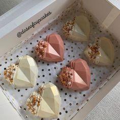 Valentine Desserts, Valentine Chocolate, Chocolate Hearts, Valentine Treats, Chocolate Dome, Chocolate Gifts, Chocolate Molds, Homemade Chocolate Bars, Chocolate Covered Treats