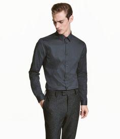 Mörk petrol. En långärmad, stretchig skjorta i premium cotton-blanding. Skjortan har smal turn down-krage och smal manschett. Slim fit - en figurnära modell