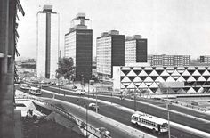 Panorámica de la Unidad Habitacional Tlatelolco, con el Eje Central Lázaro Cárdenas en primer plano. Foto tomada probablemente durante la primera mitad de los años 60's.