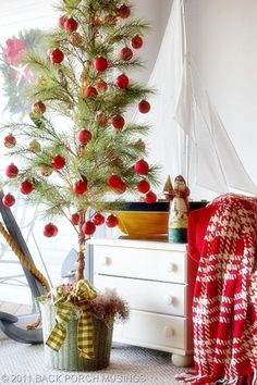 Christmas decorating | back porch musings       Tiny Christmas tree with tiny ornaments