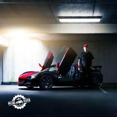 Stefan (33) hat seinen Opel Speedster mit Flügeltüren mitgebracht. Der Flitzer bringt 150 PS auf die Straße und beschleunigt von 0 auf 100 in 5,7 Sekunden.
